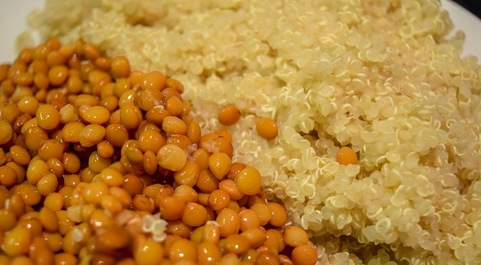 Proteína vegetal: quinoa y lentejas.