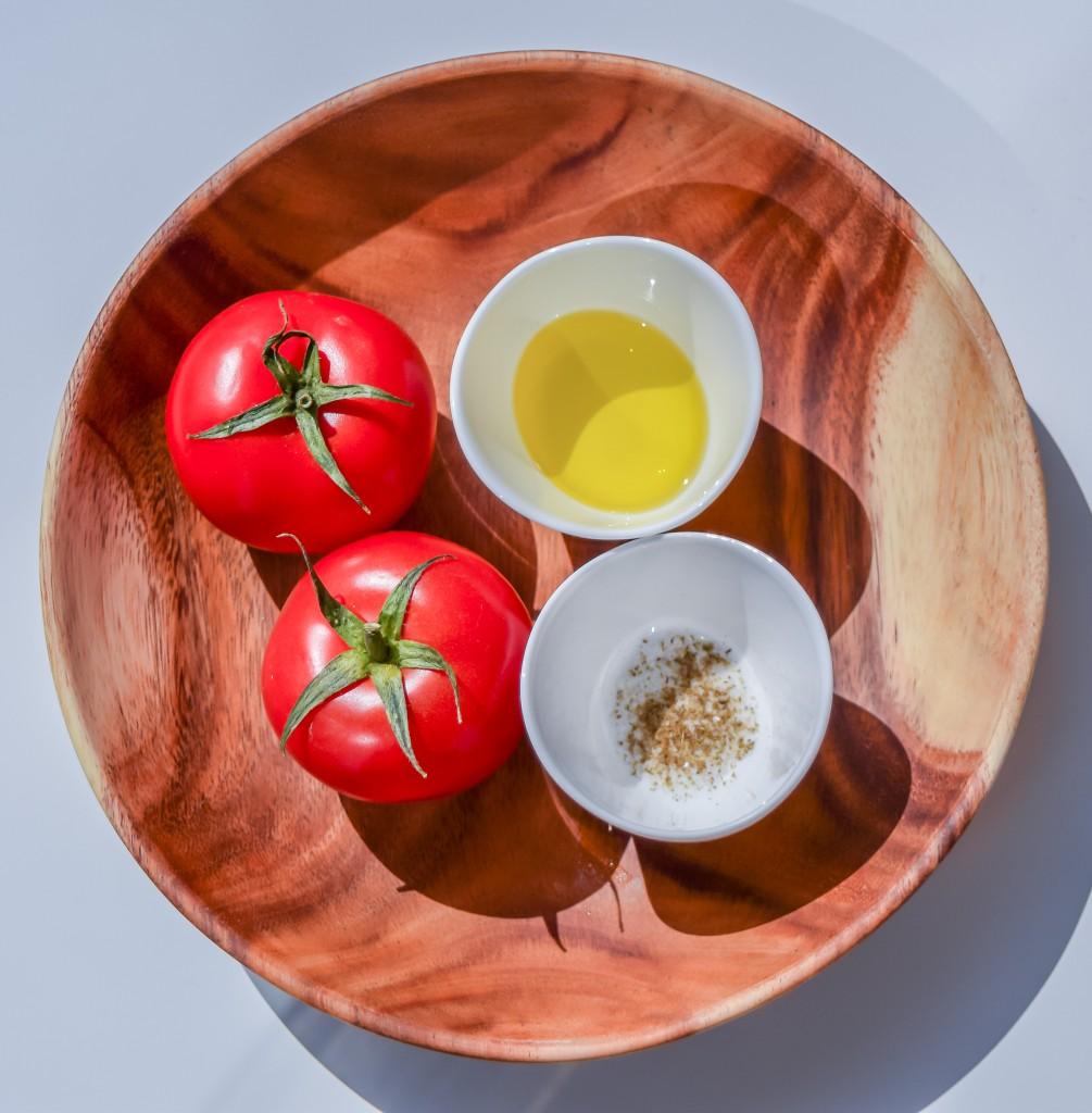 Ingredientes de la salsa de tomate y comino.