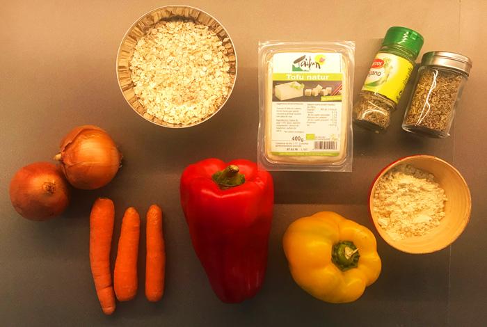 Ingredientes para hacer hamburguesa de tofu, avena integral y vegetales.